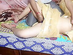 Jawan Bhabhi Ko Scared Saree Me Devar Ne Tail Lagkar Choda