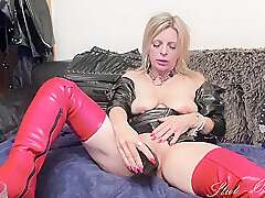 Deviant Squirting Cam Play