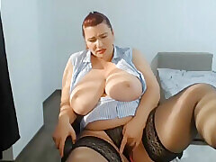 Saleable Mother Just about Bulky Bristols Masturbating Unaffected by Webcam